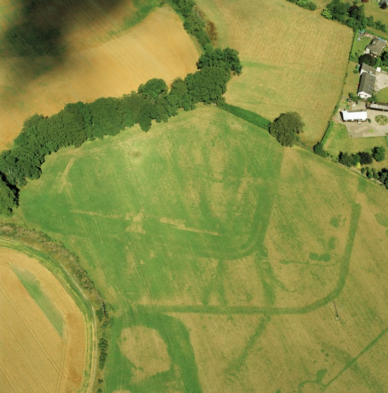 SSW oblique aerial view of Dalginross Roman Fort and temporary camp.