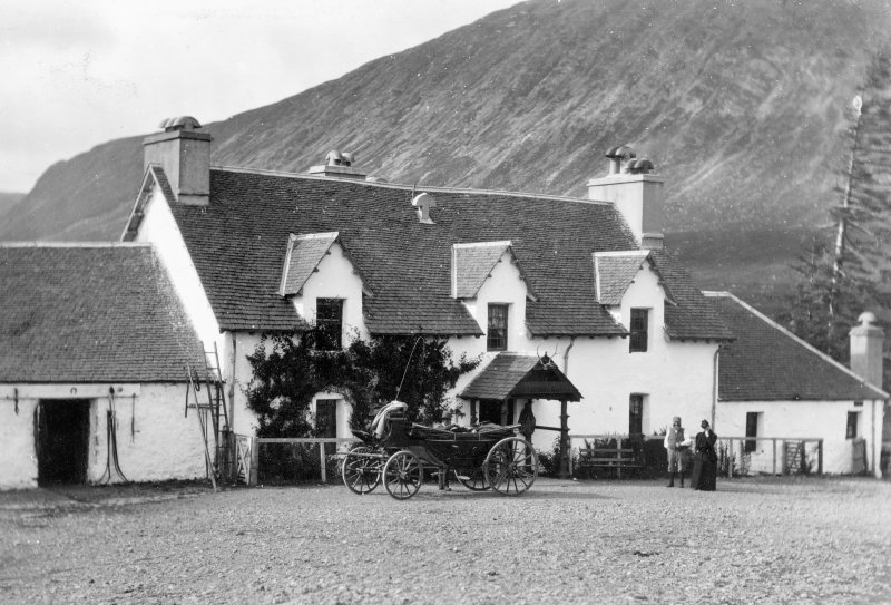 View of hotel with horse drawn coach and visitors in front