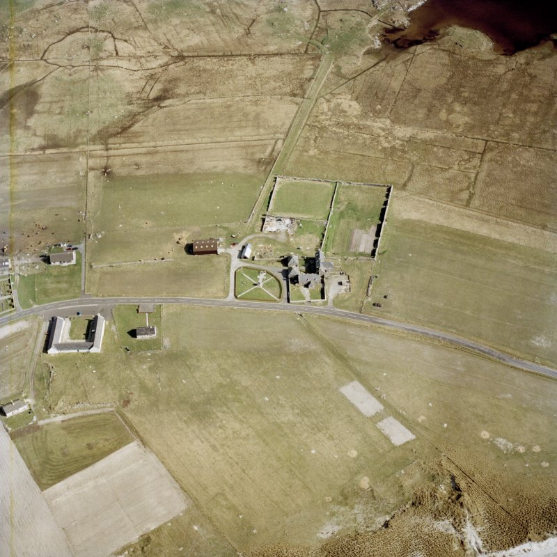 Oblique aerial view centred on the farmhouse, with the farmstead and the farmsteading adjacent, taken from the NW