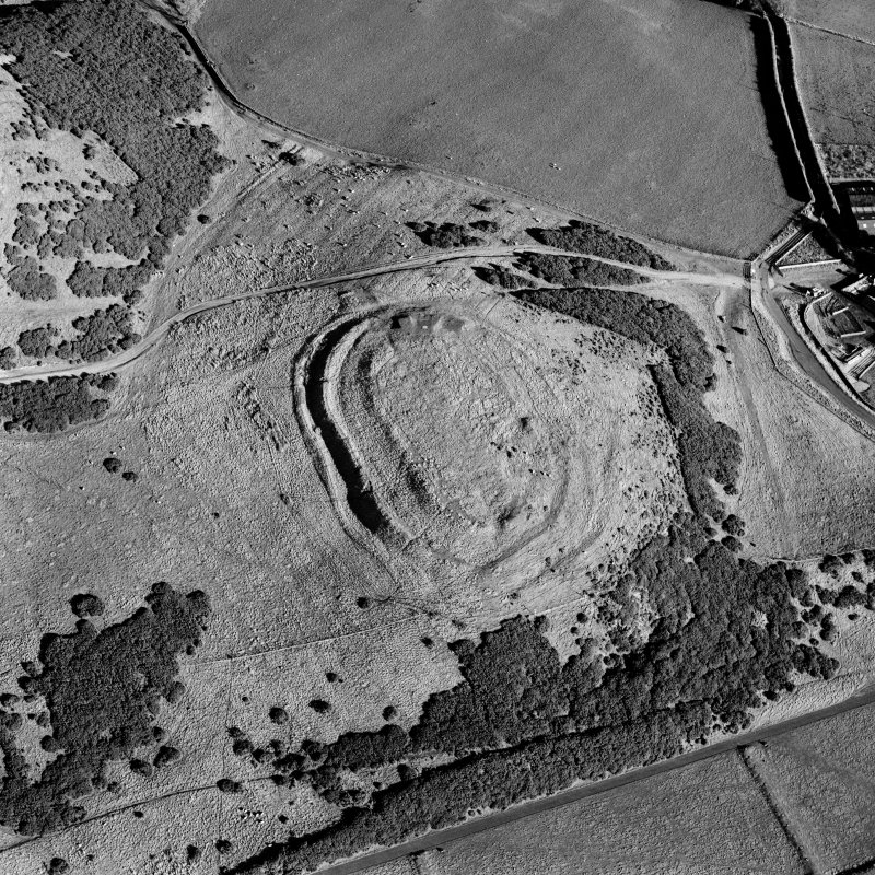 Scanned image of oblique aerial view centred on the remains of the fort and settlement with rig adjacent, taken from the W.