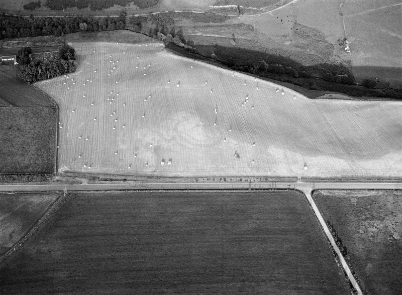 Oblique aerial view centred on the cropmarks of the circular enclosure at Barflat, looking to the ESE.