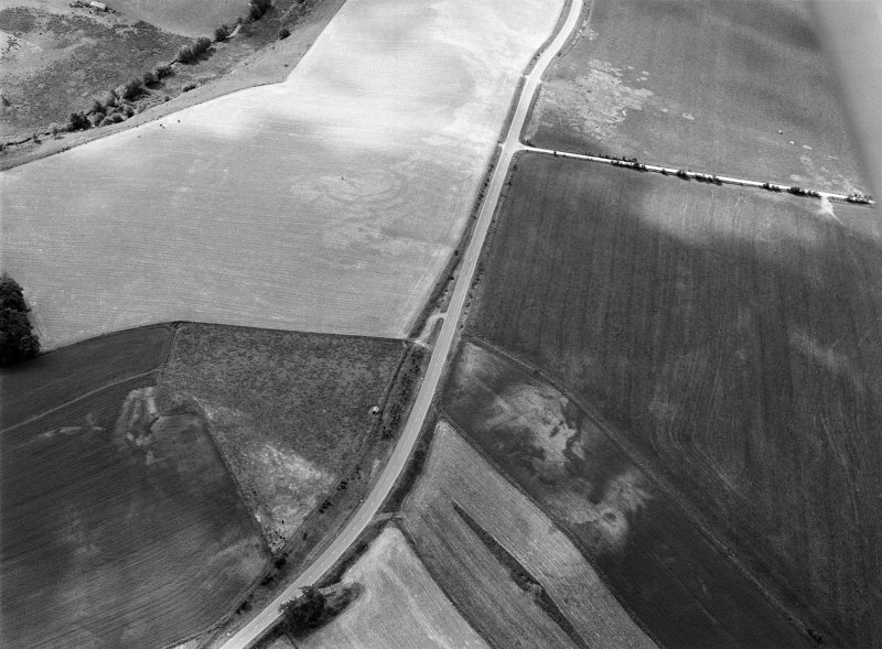 Oblique aerial view centred on the cropmarks of the circular enclosure at Barflat with the cropmarks of the possible square barrows adjacent, looking to the SSW.