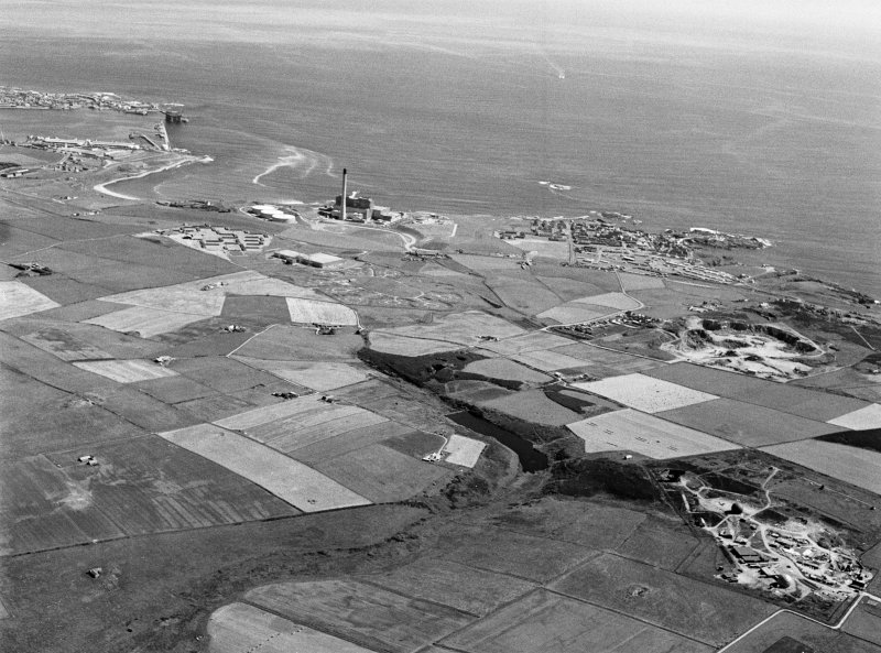 General oblique aerial view centred on Den of Boddam reservoir, flint mines and lithic working site, looking to the NE.