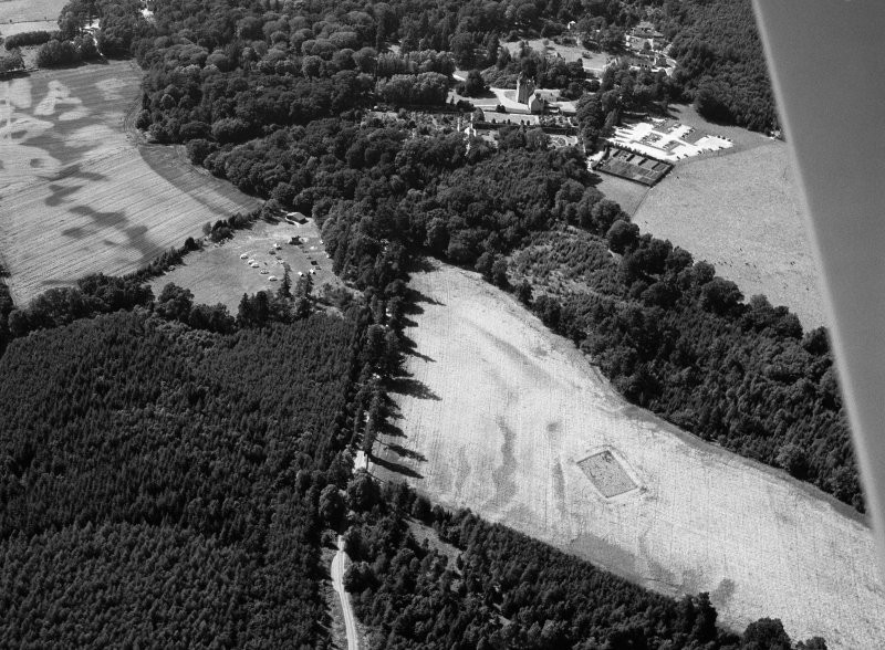 Oblique aerial view centred on the cropmarks of the timber hall and pit alignment at Crathes, looking to the WNW.