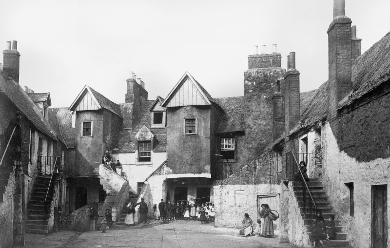 Historic view of Whitehorse Close, Edinburgh from SE.