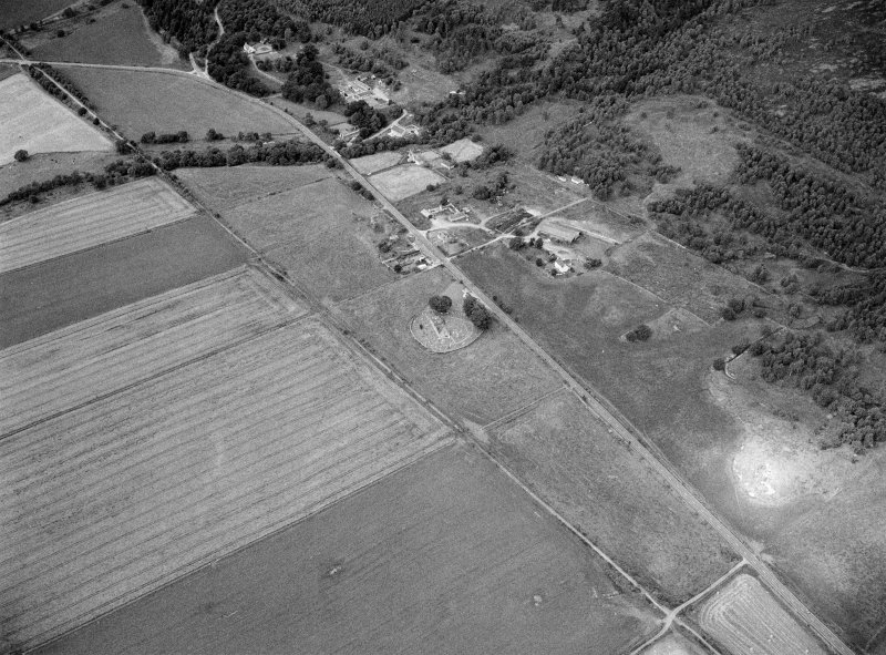 Oblique aerial view centred on the St Nathalan's Kirk and churchyard at Tullich with the souterrain at Braehead Farm adjacent, looking to the WNW.