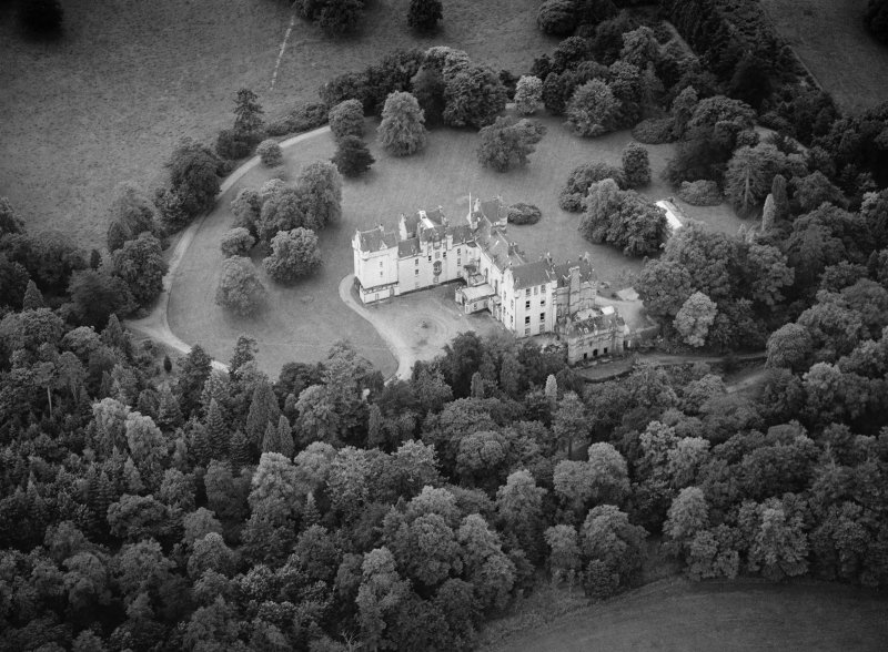 Oblique aerial view centred on Fyvie Castle, looking to the SSW.