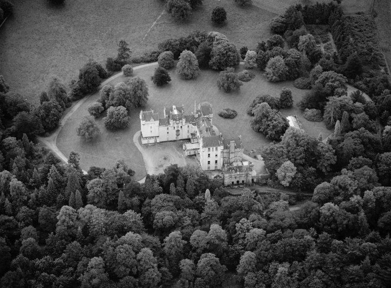 Oblique aerial view centred on Fyvie Castle, looking to the S.