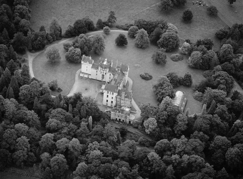 Oblique aerial view centred on Fyvie Castle, looking to the SSE.