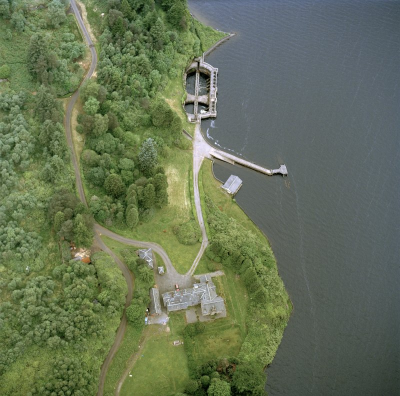 Oblique aerial photograph of Loch Katrine, Royal Cottage (NN40NW.25), Aqueduct Intakes (NN40NW.26), Pier and Boathouse