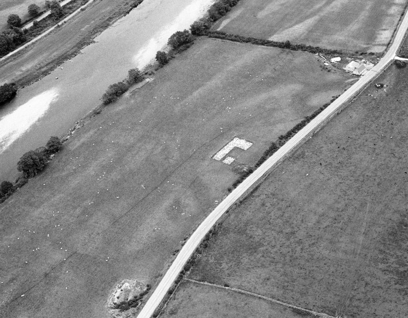 Oblique aerial view centred on the excavation of the timber hall at Balbridie, looking to the NE.