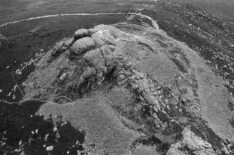 Oblique aerial view centred on the remains of the fort at Mither Tap of Bennachie, looking to the NNE.