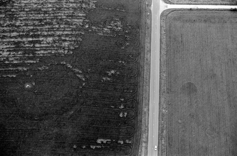 Oblique aerial view centred on the cropmarks of the circular enclosure at Barflat, looking to the SSW.
