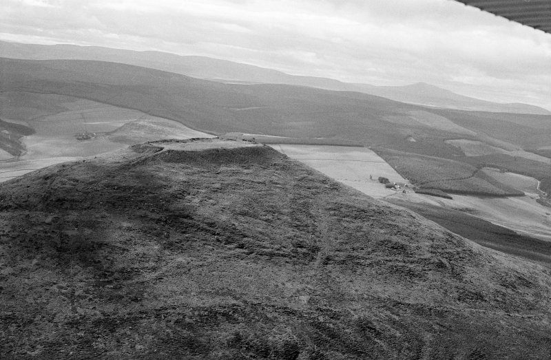 Oblique aerial view centred on the remains of the vitrified fort at Tap O' Noth, looking to the W.