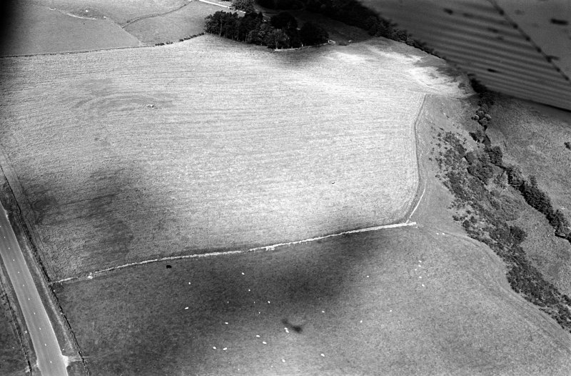 Oblique aerial view centred on the cropmarks of the circular enclosure at Barflat, looking to the NNE.