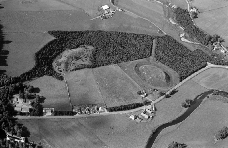 Oblique aerial view centred on the remains of the castle and motte of Doune of Invernochty, looking to the NW.
