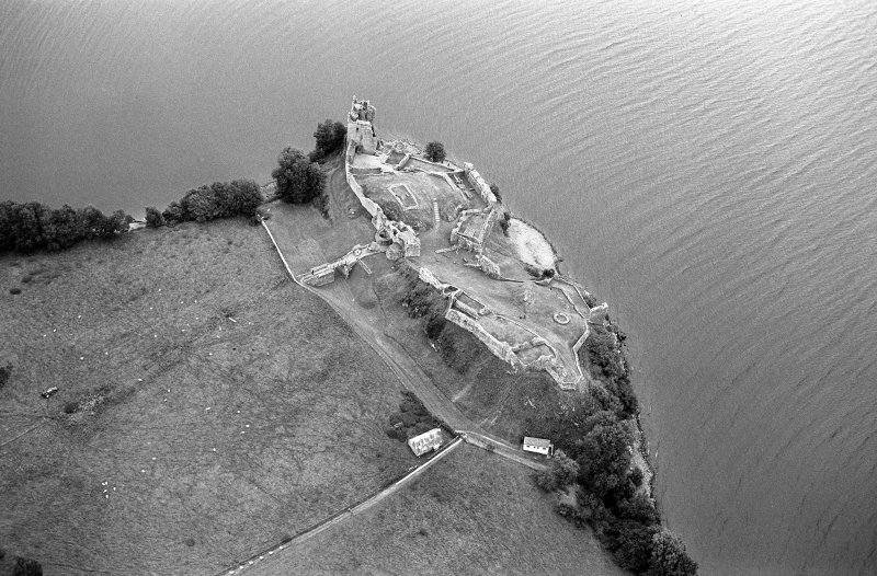 Oblique aerial view centred on Urquhart Castle, looking to the NNE.
