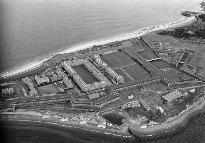 Oblique aerial view centred on Fort George, looking to the NNW.