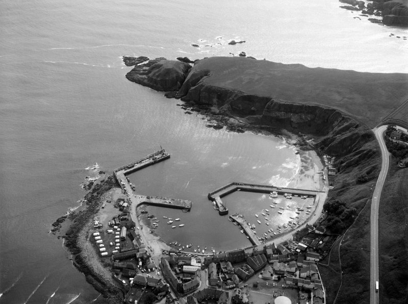 Oblique aerial view centred on Stonehaven harbour, looking to the S.