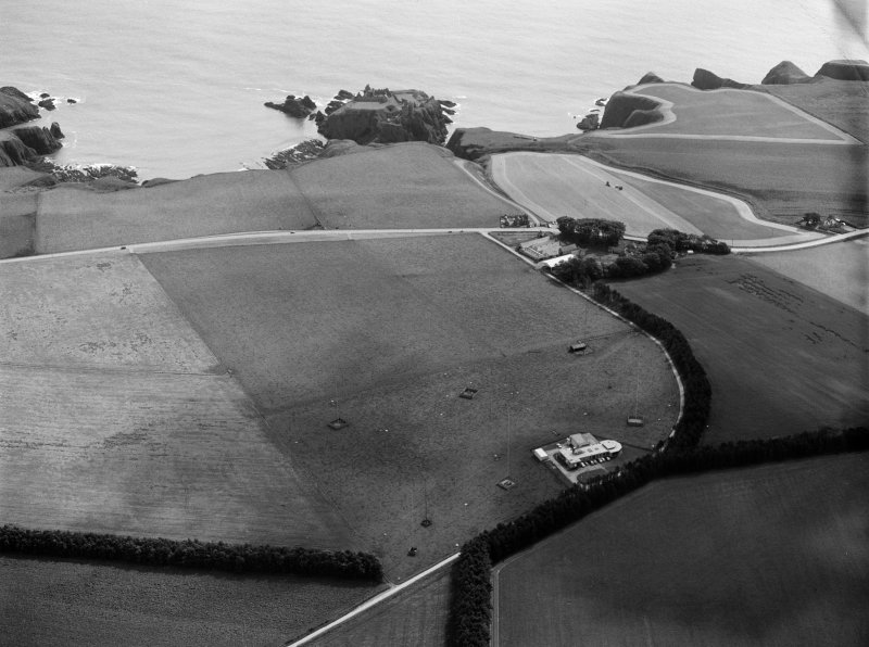 Oblique aerial view centred on the Stonehaven coastal radio station and the distant remains of Dunnottar Castle, looking to the E.