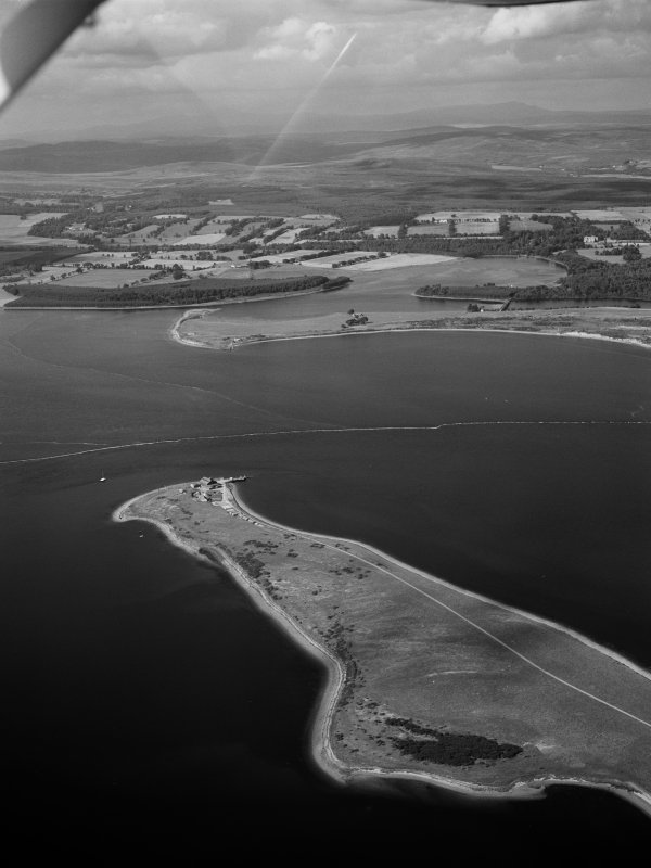 Oblique aerial view centred on the Ness of Portnaculter, looking to the NNW.
