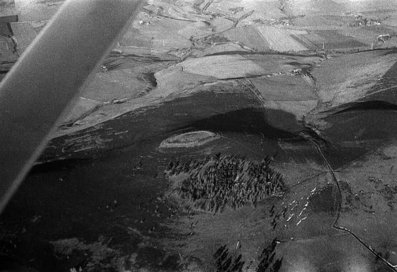 Oblique aerial view centred on the remains of the fort at White Caterthun, looking to the NW.