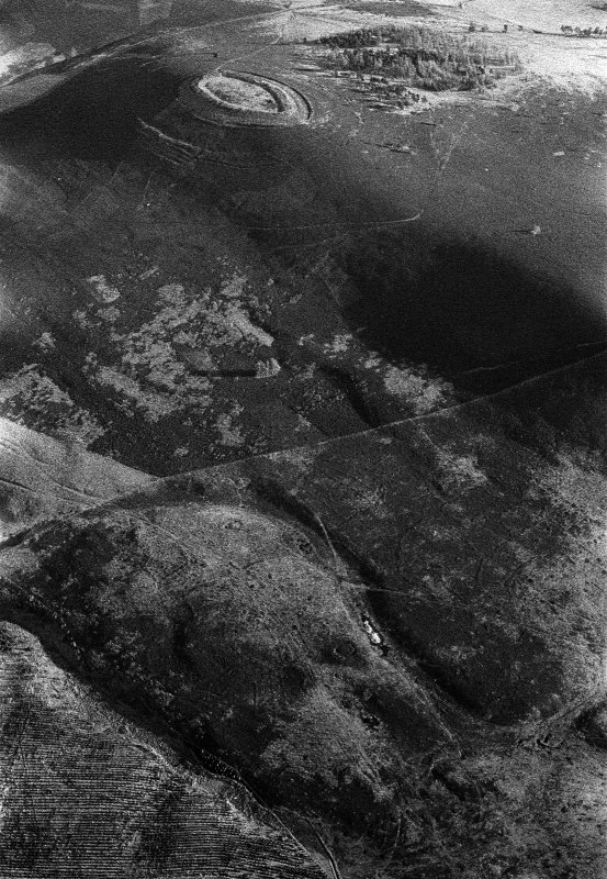 Oblique aerial view centred on the remains of the fort at White Caterthun, looking to the SE.