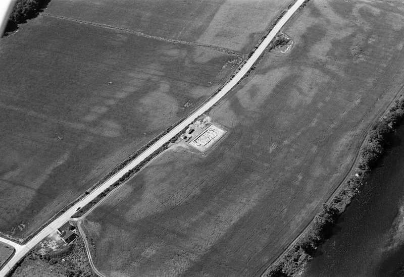Oblique aerial view centred on the excavation of the timber hall at Balbridie, looking to the SW.