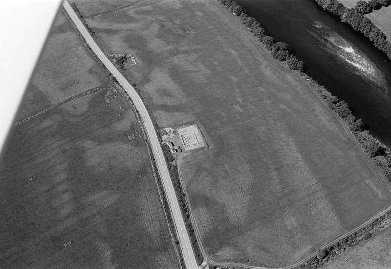 Oblique aerial view centred on the excavation of the timber hall at Balbridie, looking to the WNW.