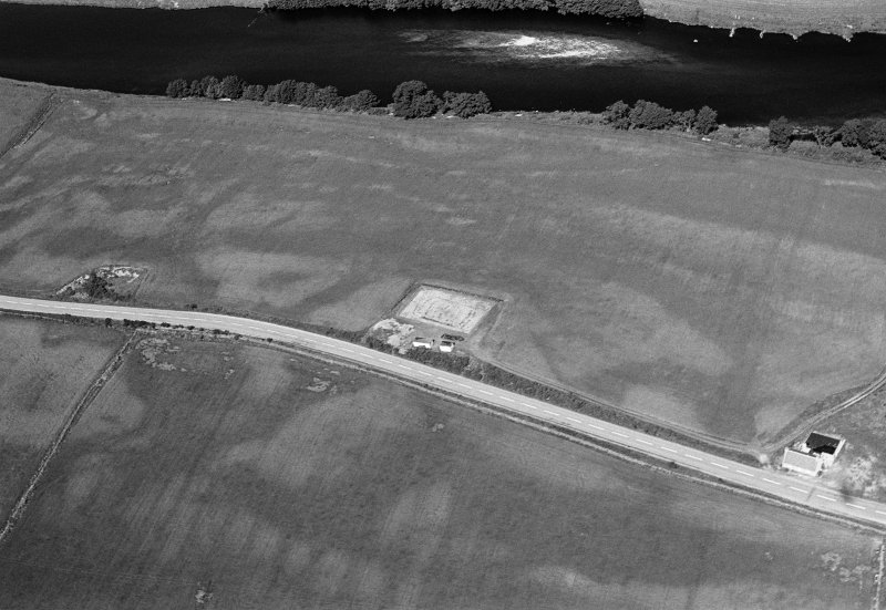 Oblique aerial view centred on the excavation of the timber hall at Balbridie, looking to the NNW.