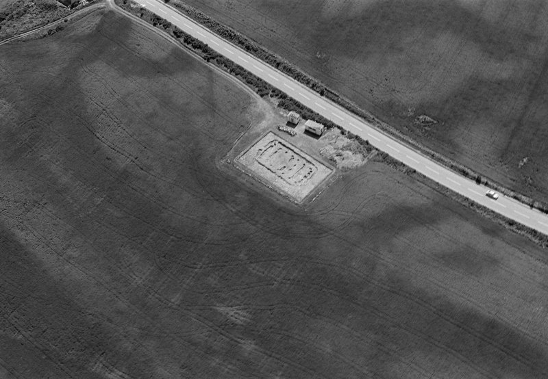Oblique aerial view centred on the excavation of the timber hall at Balbridie, looking to the SE.