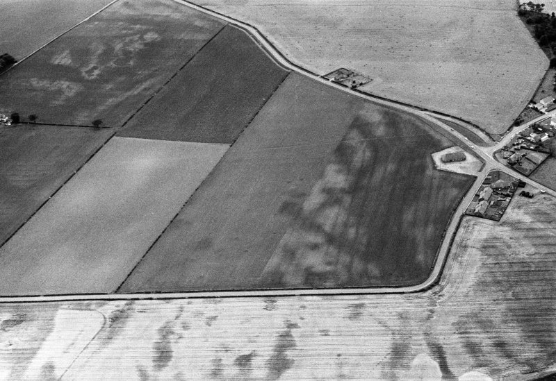 Oblique aerial view centred on the cropmarks of the pit defined cursus, pits and rig at Inchbare and Stracathro, looking to the SW.