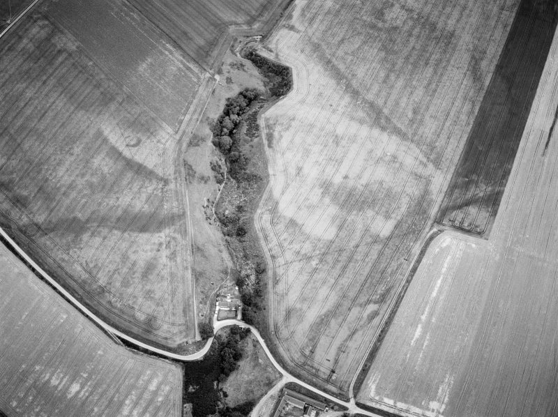 Oblique aerial view centred on the cropmarks of the settlement, ring ditch and soutterain with the cottage adjacent at Boghead, looking to the ENE.