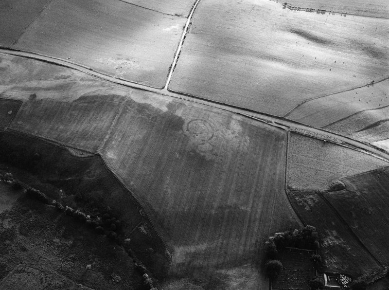 Oblique aerial view centred on the cropmarks of the circular enclosure at Barflat, looking to the WSW.