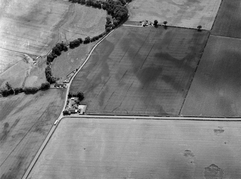 Oblique aerial view centred on the cropmarks of the Roman Temporary Camp, unenclosed settlement and possible ring ditch at Stracathro and Ballownie, looking to the SW.