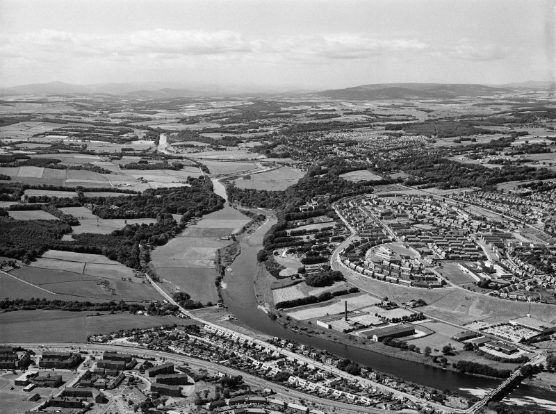 Oblique aerial view centred on the River Dee, Aberdeen, looking to the SW.