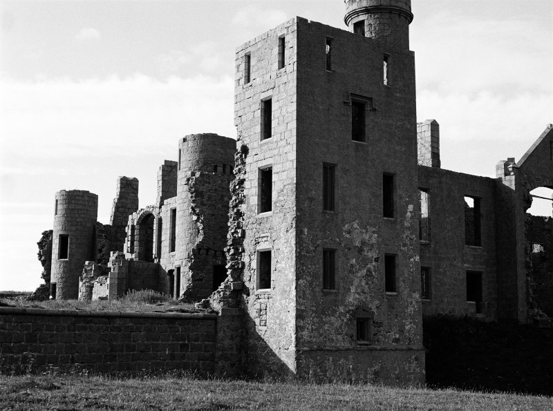 Detailed view on the remains of Slains Castle, looking to the S.