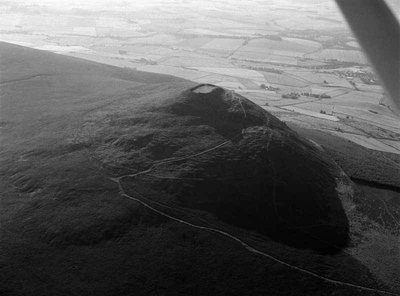 Oblique aerial view centred on the remains of the vitrified fort at Tap O' Noth, looking to the E.