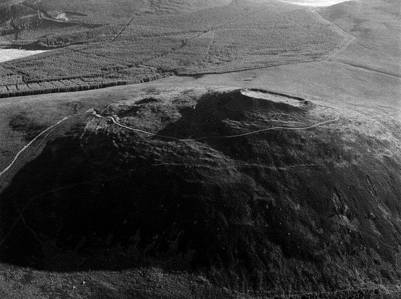 Oblique aerial view centred on the remains of the vitrified fort at Tap O' Noth, looking to the NNE.