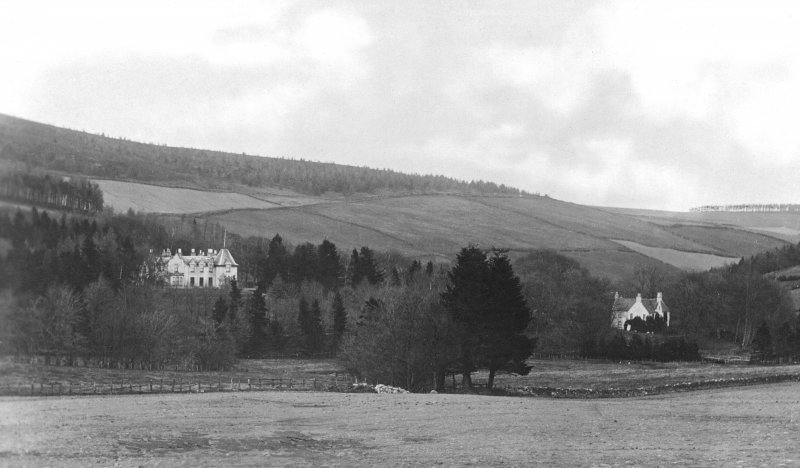 Postcard view of Cushnie House and Lodge.