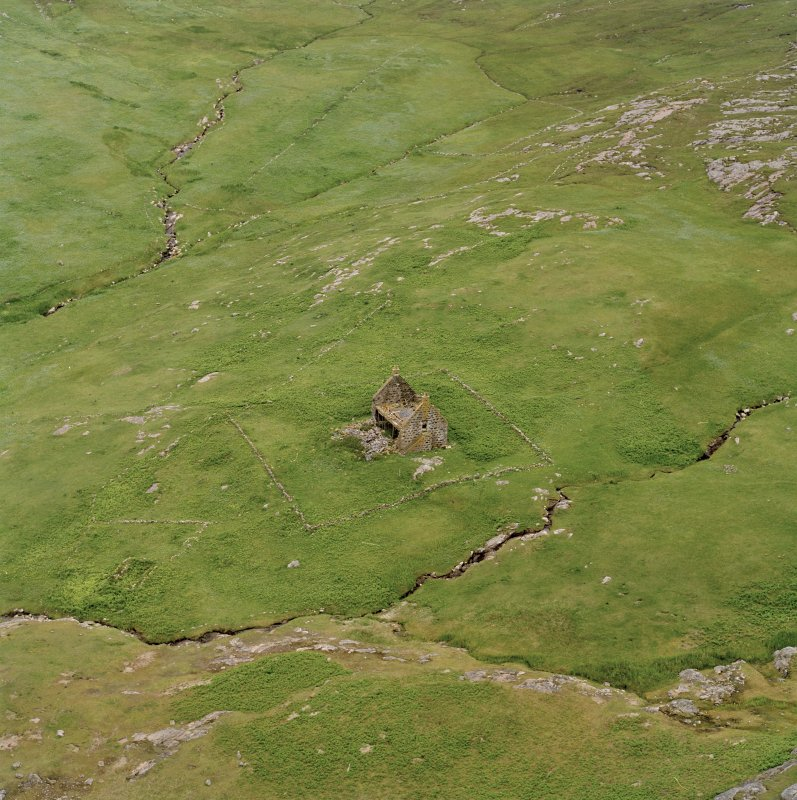 Mingulay bay, oblique aerial view centred on the remains of the chapel house and enclosure, taken from the NW.