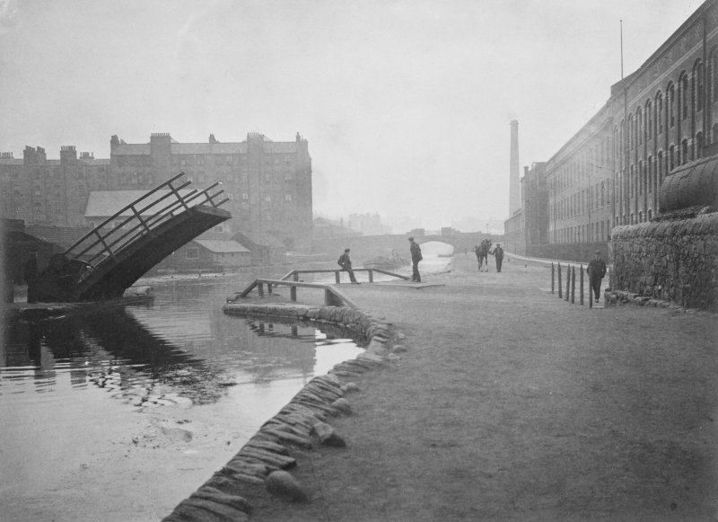 Union Canal, Lochrin Basin and wooden draw bridge