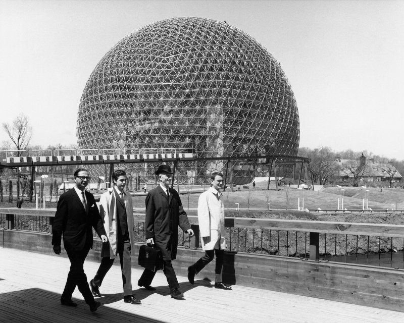 Mr F Lightfoot accompanied by security officers carrying Shakespeares first folio with the American Pavilion at Expo 67 in the background.