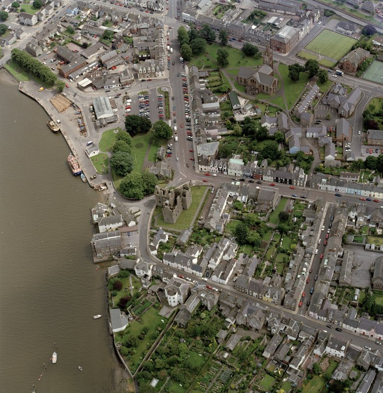 Oblique aerial view of Kirkcudbright centred on MacLellan's Tower, taken from the WNW.