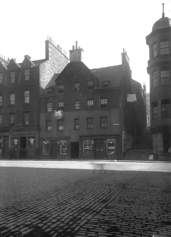 View of front elevation of 15 - 19 the Grassmarket, part of 21 (Thos Munro & Son), the corner of the Women's Hostel (Salvation Army), and the entrance to the Vennel