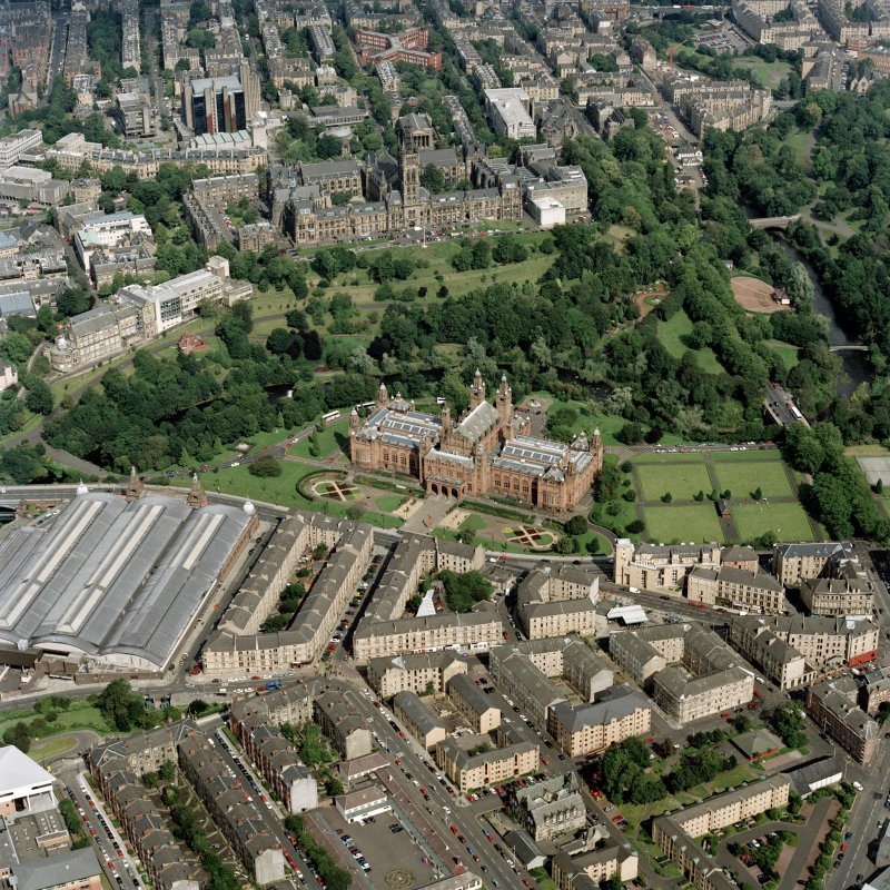 Glasgow.  View showing Glasgow University, Kelvingrove Museum and Art Gallery and Kelvin Hall.