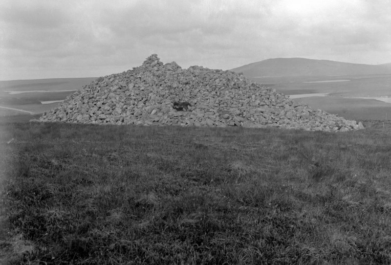 Barpa Langass. General view, chambered tomb.