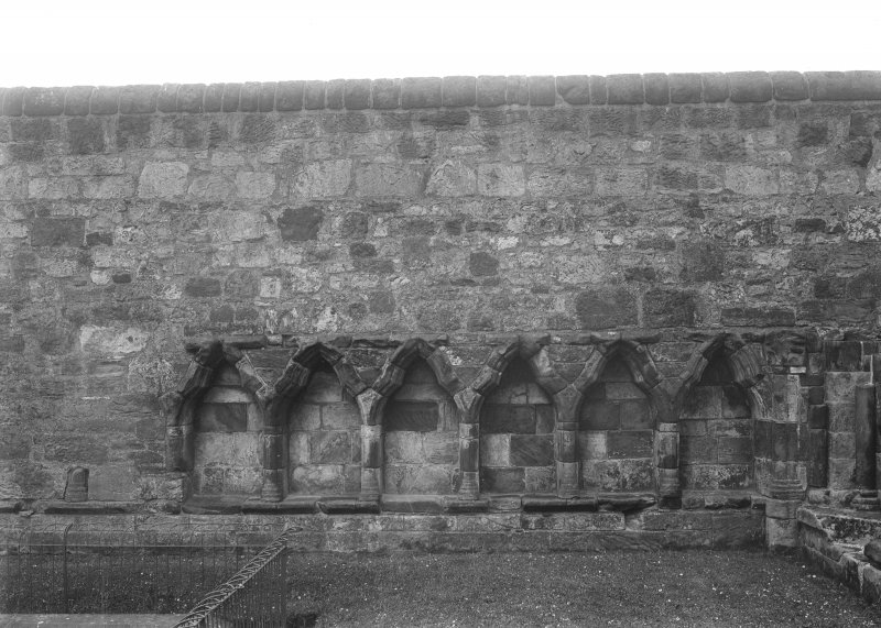 New chapter House, S wall arcade