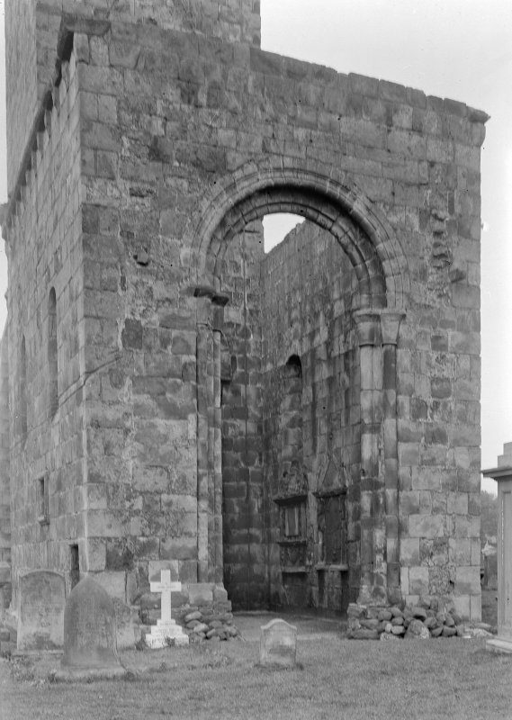 Arch between tower and choir