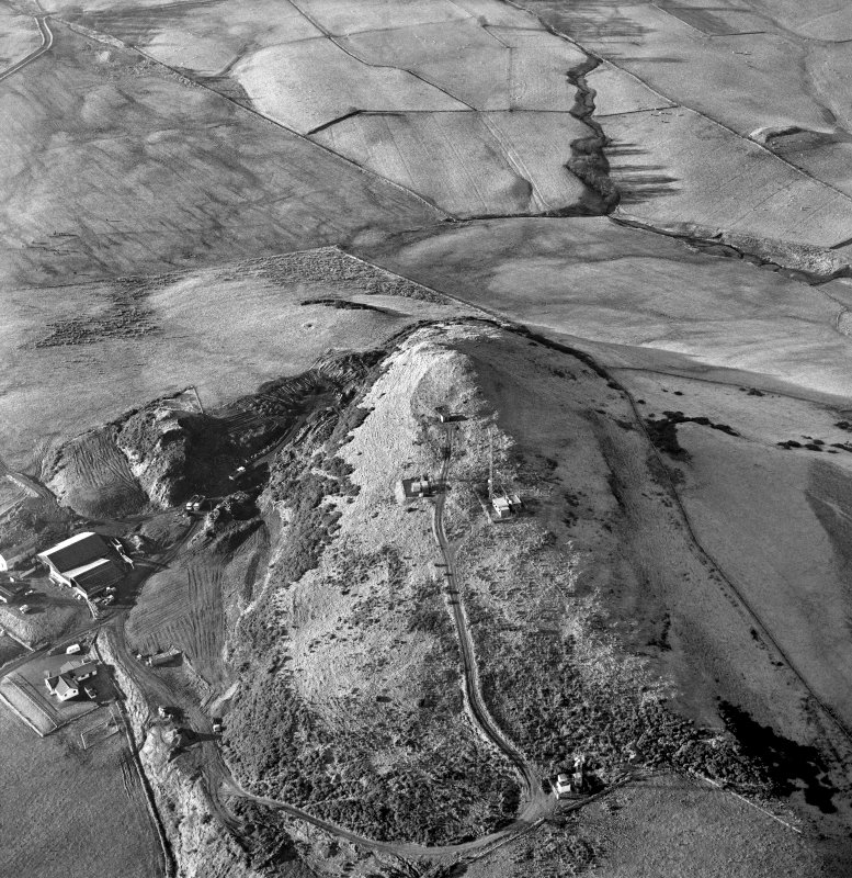 Oblique aerial view centred on the radio station and the remains of the fort with the quarry adjacent, taken from the E.